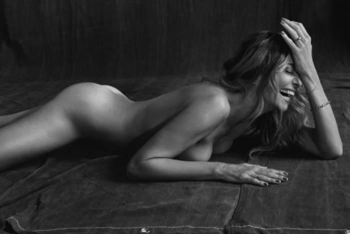 Mônica Martelli posa nua para capa de revista