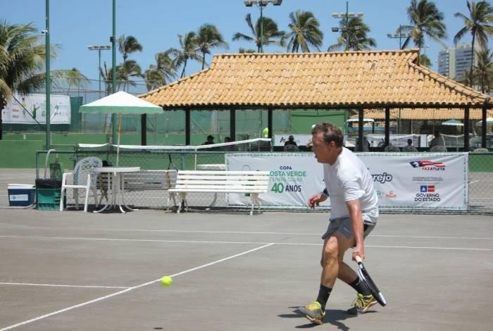 Pedro Zandonaide chegou as semifinais da Copa Atakadão Atakarejo - Torneio Mundial Seniors de tênis