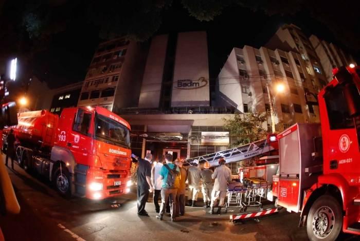 O incêndio no Hospital Badim foi combatido por equipes de quatro quartéis do Corpo de Bombeiros