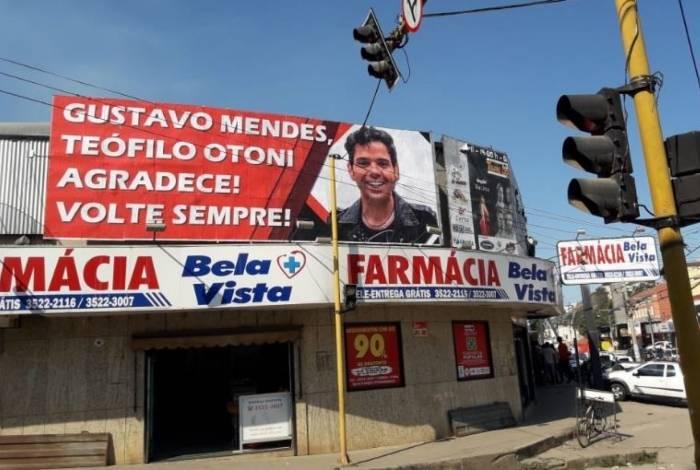Humorista Gustavo Mendes recebe homenagem em município onde teve show interrompido por críticas contra Bolsonaro