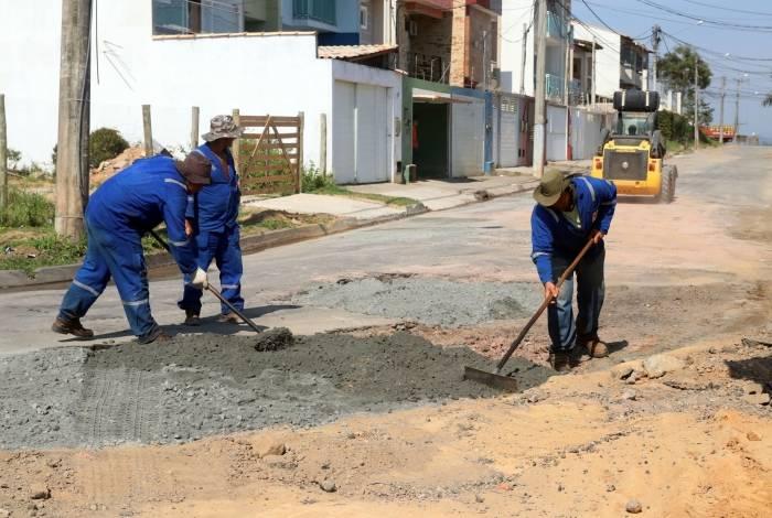As ruas do bairro Jardim Vitória, em Macaé, começaram a ser pavimentadas esta semana. Previsão de conclusão das obras é ao fim do primeiro semestre de 2020, contemplando todas as vias da área
