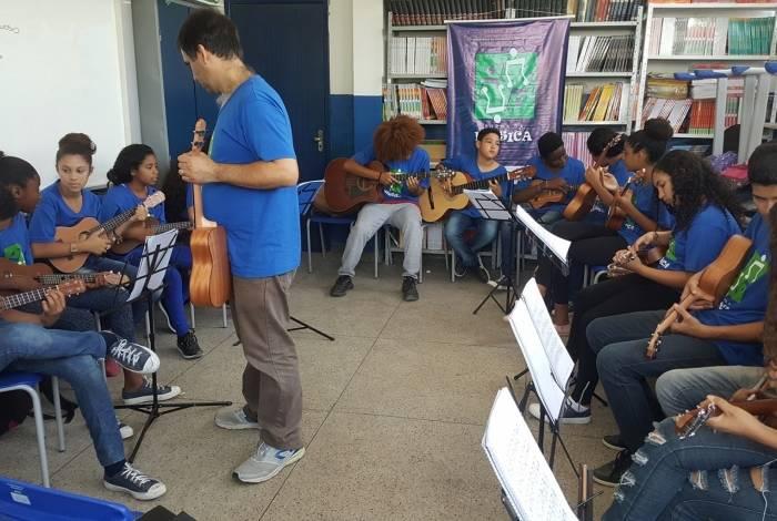 Programa acontece na Escola Municipal Geralda Izaura Ferreira Telles