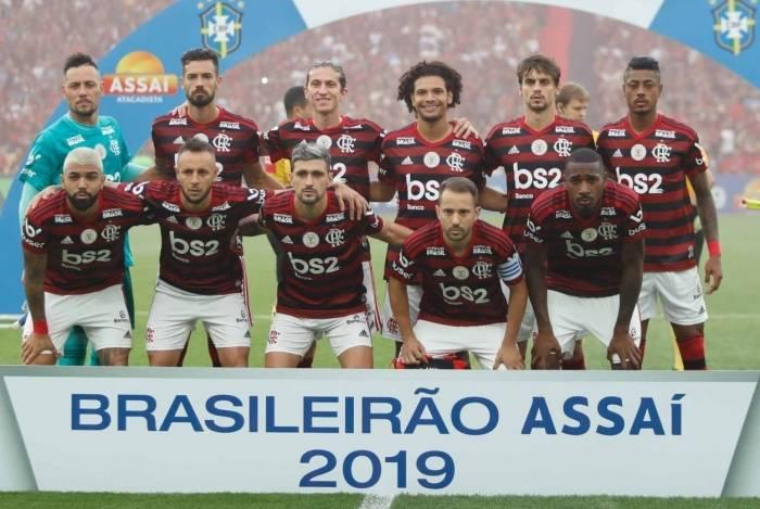 Flamengo lidera o Brasileiro com folga