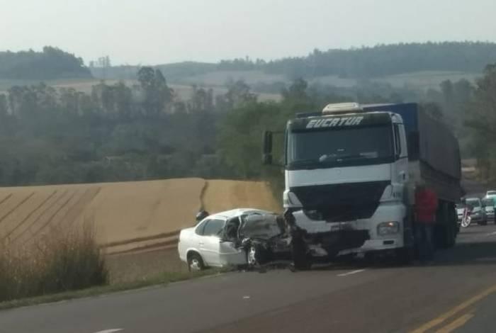 'Adeus, mãe': antes de jogar carro em caminhão, ex manda filho gravar despedida