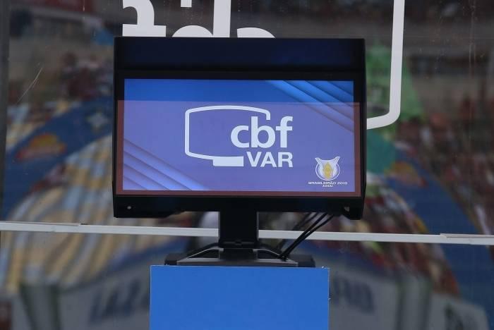 O VAR é motivo de polêmica no futebol brasileiro