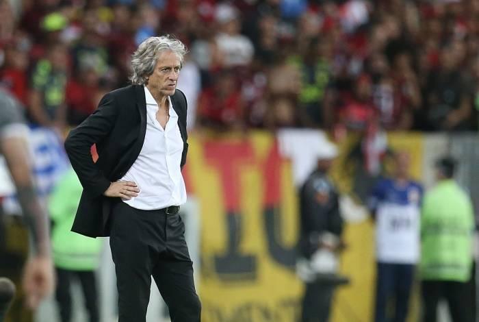 Flamengo lidera o Brasileiro