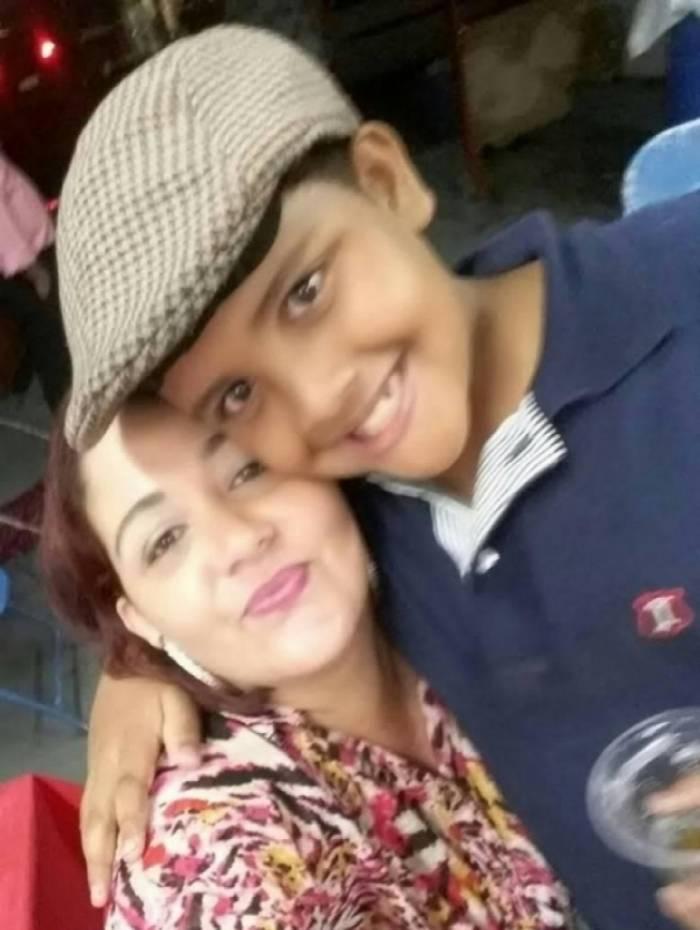 Erika Kausne e seu filho, Matheus Gabriel, de 9 anos