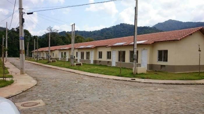 As casas foram construídas pelo programa federal Minha Casa Minha Vida em convênio com o governo do Estado.