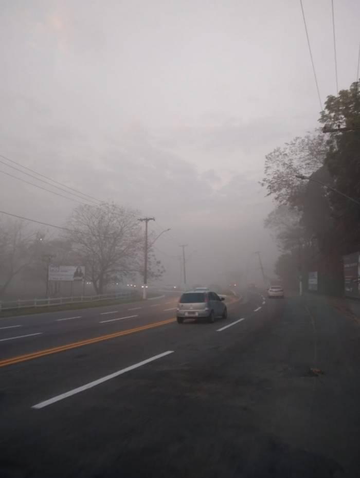 Nuvem de fumaça tomou as ruas da região