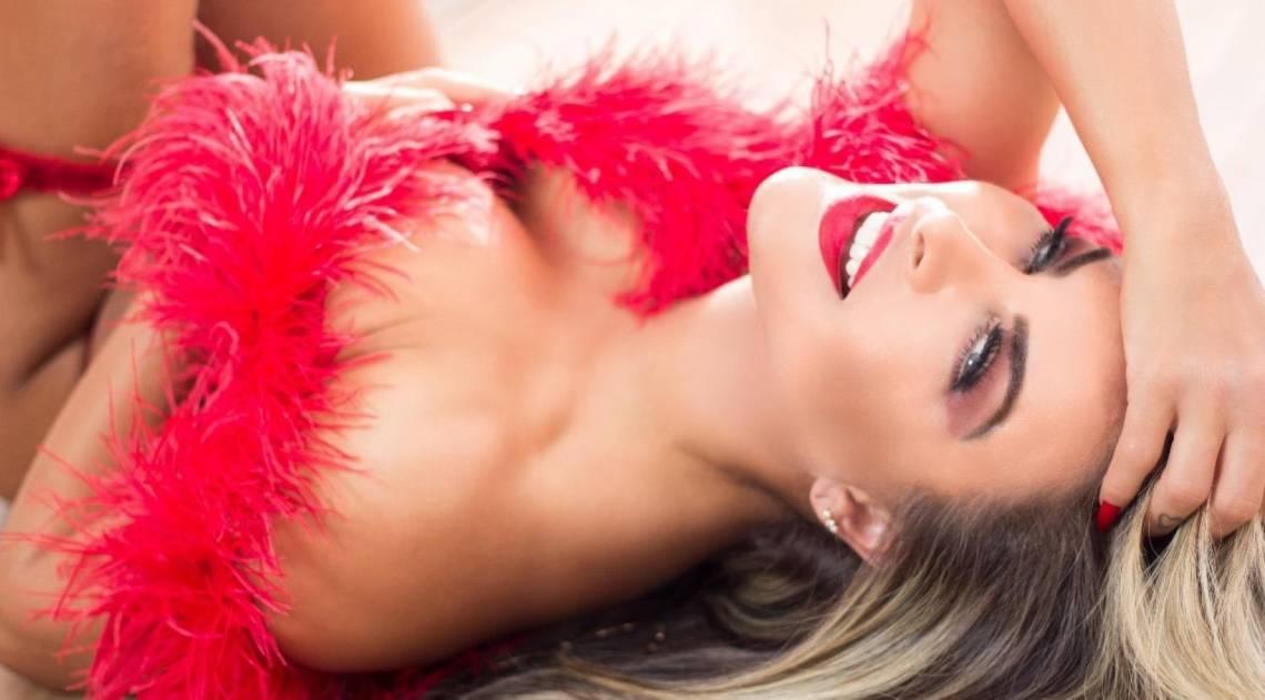 Dayse Brucieri deixa internautas babando em ensaio sensual