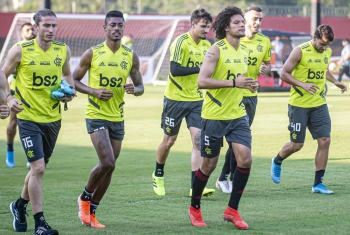 Filipe Luís, Bruno Henrique, Thuller e  Arão se preparam para 15 jogos em 52 dias