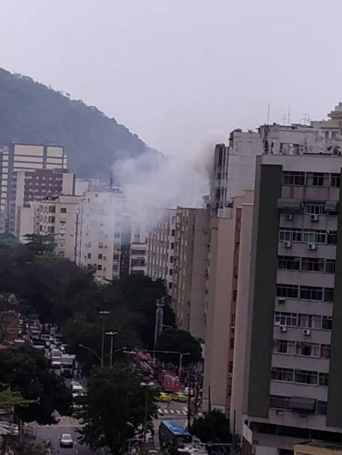 Incêndio atinge apartamento no Humaitá, Zona Sul do Rio