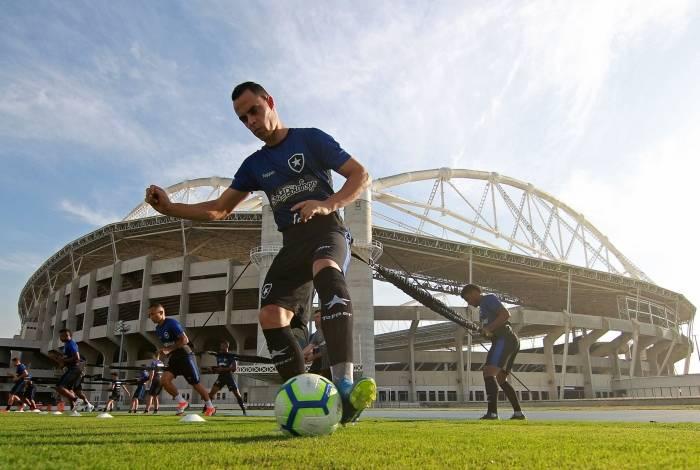 Victor Rangel será o substituto de Diego Souza no comando de ataque na partida de hoje, no Nilton Santos