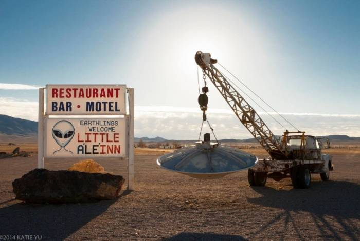 Pessoas se reúnem em frente à Área 51 para 'libertar aliens' presos no local