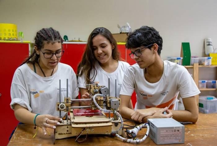 Alunos do SESI- SENAI do Maracanã participam de aulas do curso técnico