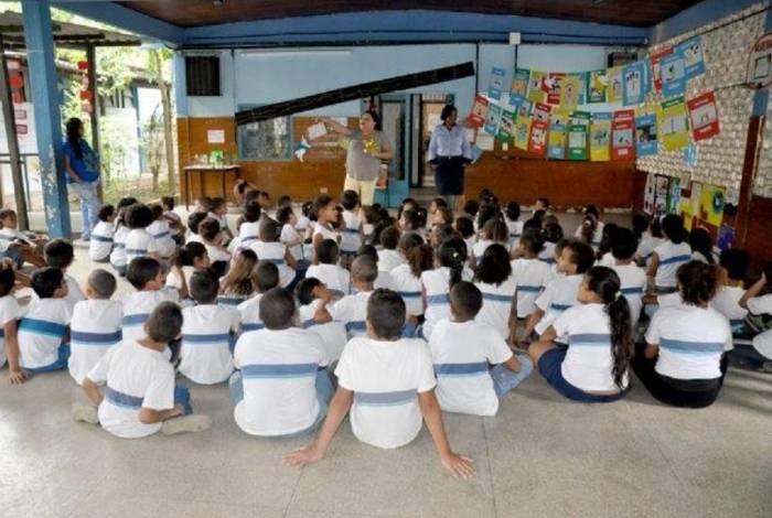 Escola Nacional de Seguros doa livros e promove oficina pedagógica para crianças