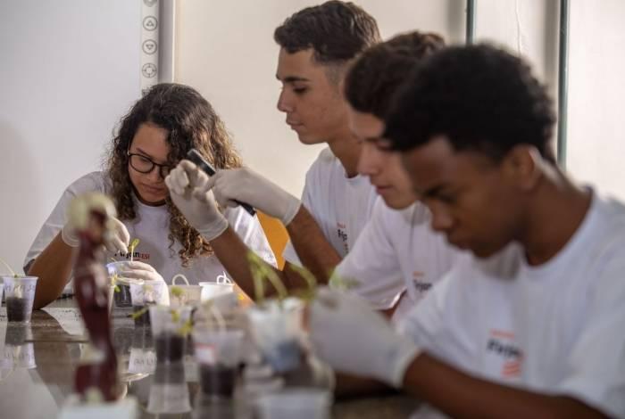 Escolaridade exigida varia de acordo com a qualificação dos cursos para os jovens à procura de aulas profissionalizantes e ensino técnico