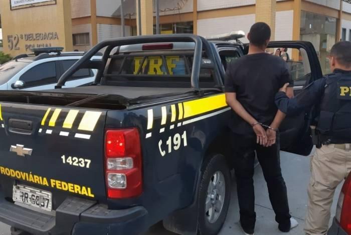 Suspeito de assaltar ônibus é preso