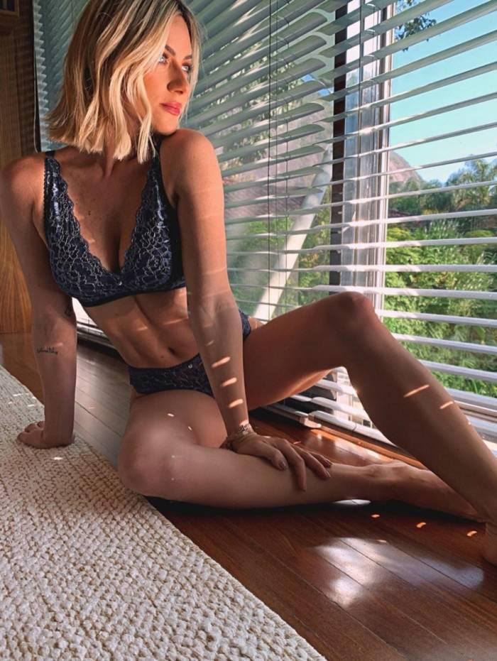 Giovanna Ewbank posa sensual e recebe elogios nas redes sociais