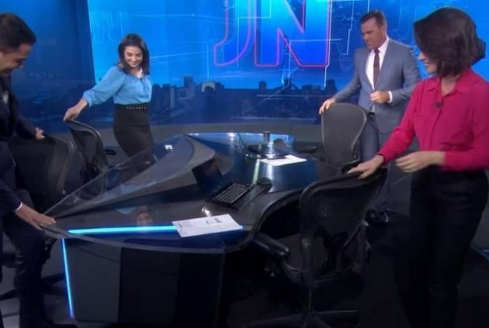 Jornalista quase caiu em plataforma do 'JN'