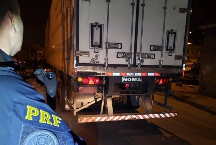 Agentes da PRF recuperaram carga roubada