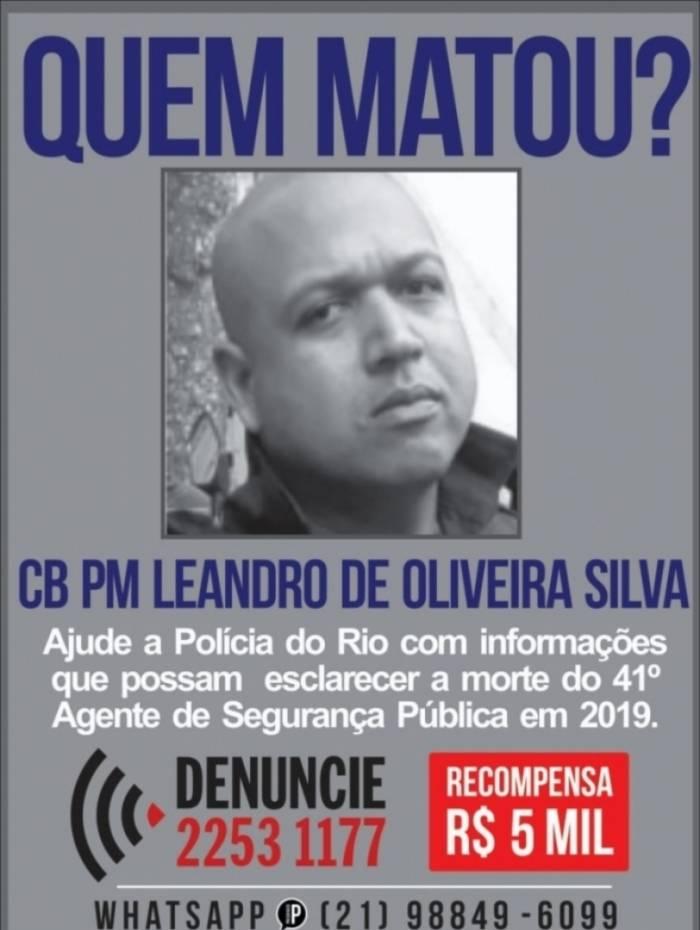 Cartaz pede informações sobre morte de PM