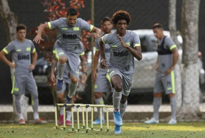Talles Magno em sessão de treinamento: o técnico Vanderlei Luxemburgo pediu aos jogadores empenho máximo, hoje, contra o Fortaleza