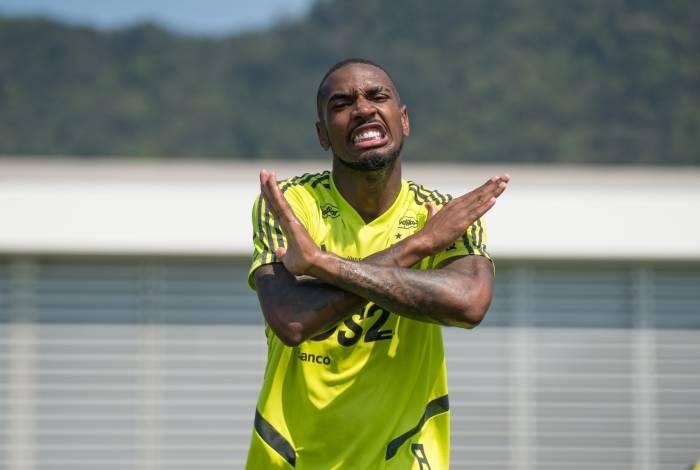 Gerson brinca no treino do Flamengo: o clima é de descontração