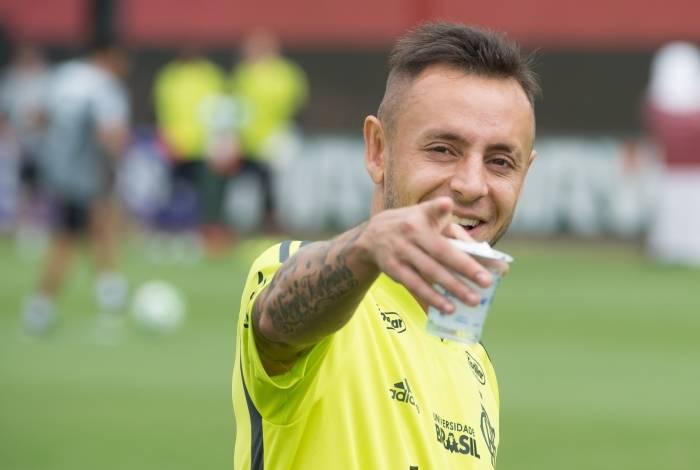 Rafinha deve jogar contra o Grêmio