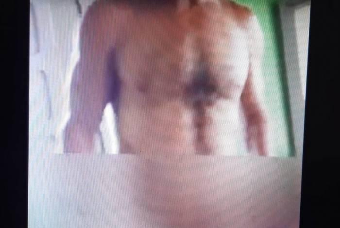 Homem grava vídeo nu diante de crianças e é preso