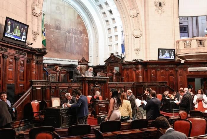 Deputados vão analisar projetos de lei e PEC enviados por Witzel