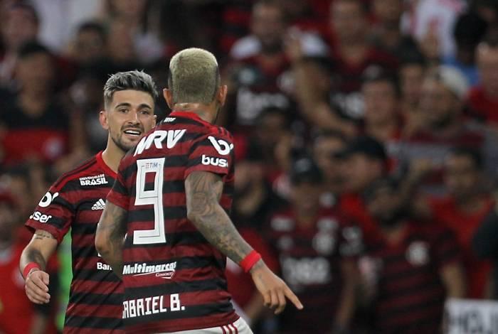Arrascaeta e Gabigol mostram entrosamento em campo: dupla já fez 46 gols no Brasileiro