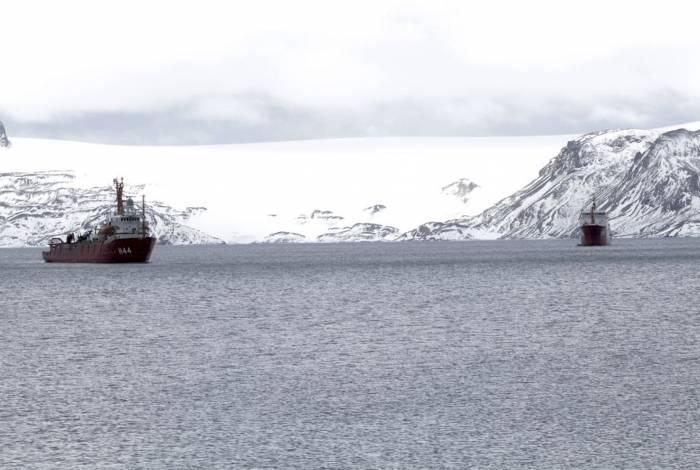 NApOc Ary Rongel (H-44), ex-Polar Queen, é um navio de apoio oceanográfico da Marinha do Brasil