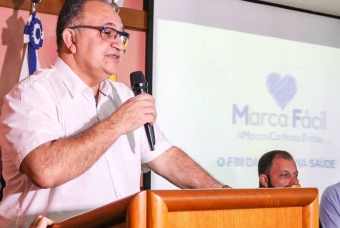 O secretário de Saúde de Campos, Abdu Neme, apresenta balanço dos primeiros dias de implantação do novo sistema de marcação de consultas e exames