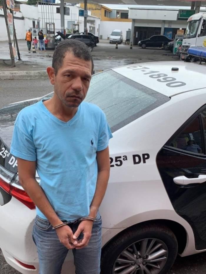 Robson Luiz Marinho Garcia usava o codinome Braga para extorquir dezenas de pessoas no Grande Rio. Ele foi preso em casa, no bairro Mutuá, em São Gonçalo