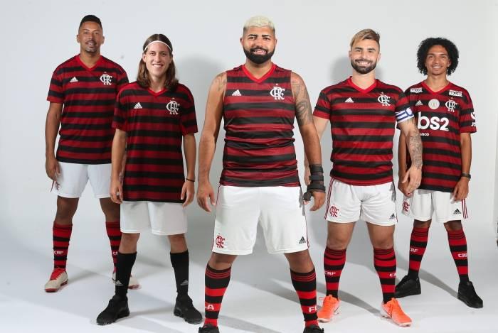 Sosias do Flamengo visitam fazem ensaio para o Jornal O DIA e Meia Hora