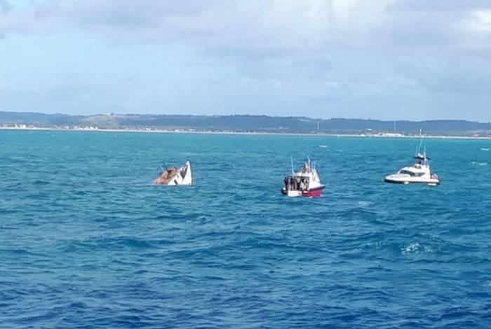 Embarcações, a uma profundidade de 27 metros,  estão na Área de Proteção Ambiental (APA) Costa dos Corais, em Tamandaré, no litoral pernambucano