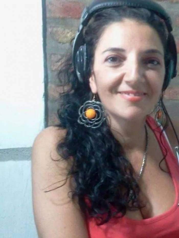 A locutora Claudia Vázquez