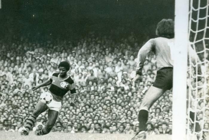 Adilio, jogador de futebol. Periodos novembro 1978 a fevereiro de 1997.