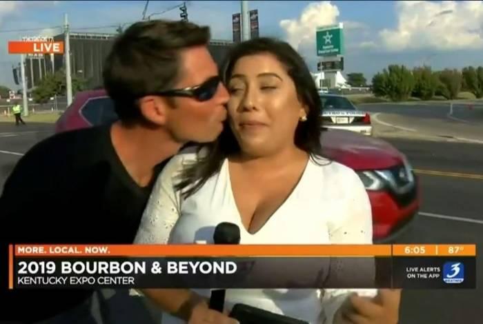 Repórter reage após ser assediada durante transmissão ao vivo
