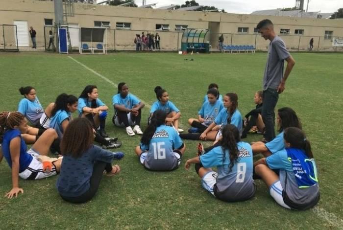 Jogadoras do Greminho FC, reunidas após a derrota para o Flamengo
