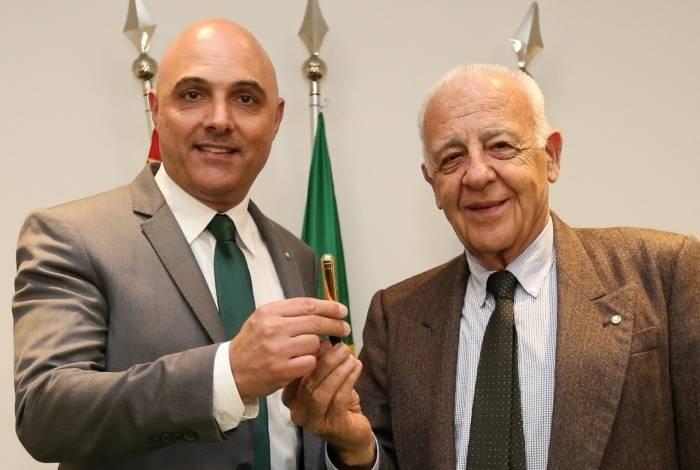 Presidente do Palmeiras, Maurício Galiotte (à esquerda)