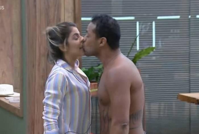 Assédio: Phellipe beija Hariany sem consentimento na 'Fazenda'