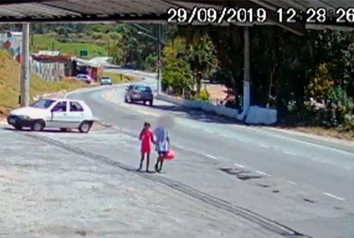 Imagens divulgadas pela TV Globo mostram as crianças juntas