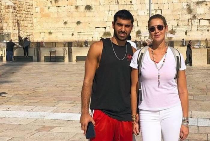 Luana Piovani posou com o namorado em Israel