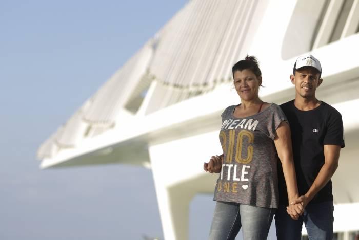 Jéssica, atual campeã da edição anterior, e o marido, Jonathan, no ensaio para o evento de amanhã