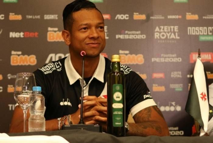 Guarín deve ser relacionado para o clássico contra o Botafogo