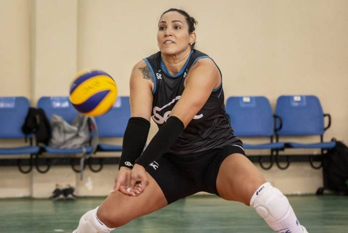 A campeã olímpica Tandara, jogadora de vôlei do Sesc RJ
