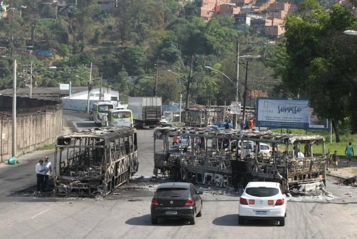 Sete ônibus foram incendiados