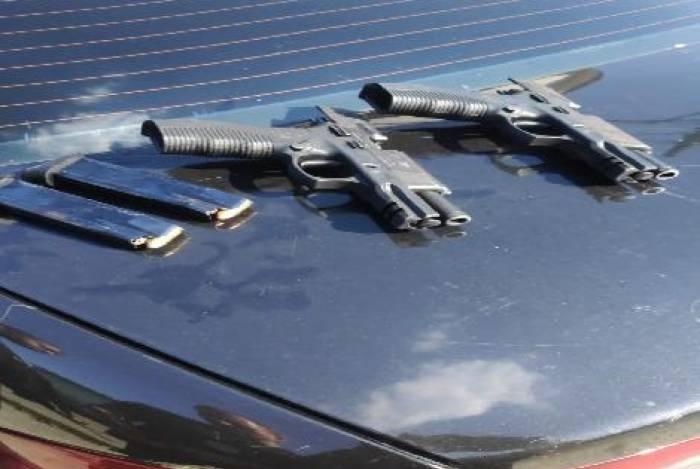 Armas e munições apreendidas com criminosos em Campo Grande, na Zona Oeste da cidade